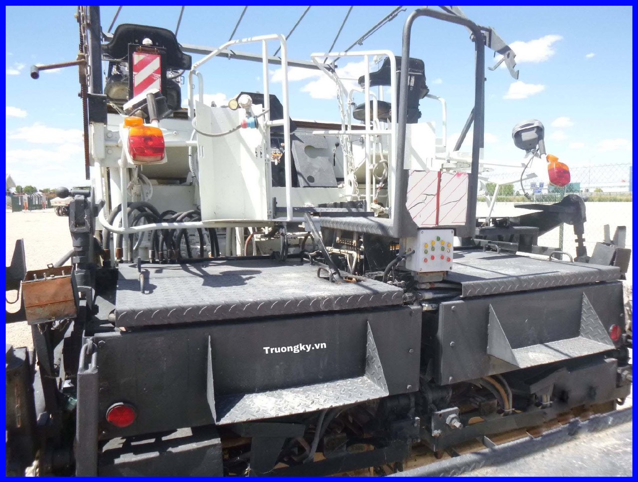 Máy rải lốp Demag DF130P (SOLD)