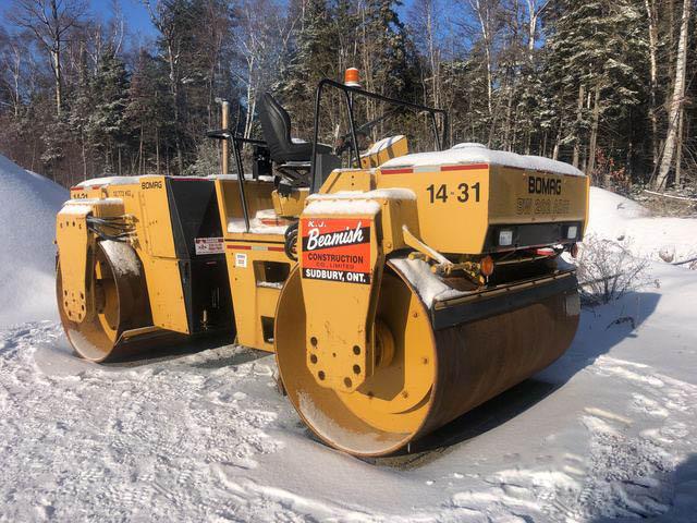 lu 2 bánh sắt 12 tấn Bomag BW202AD đang về bãi