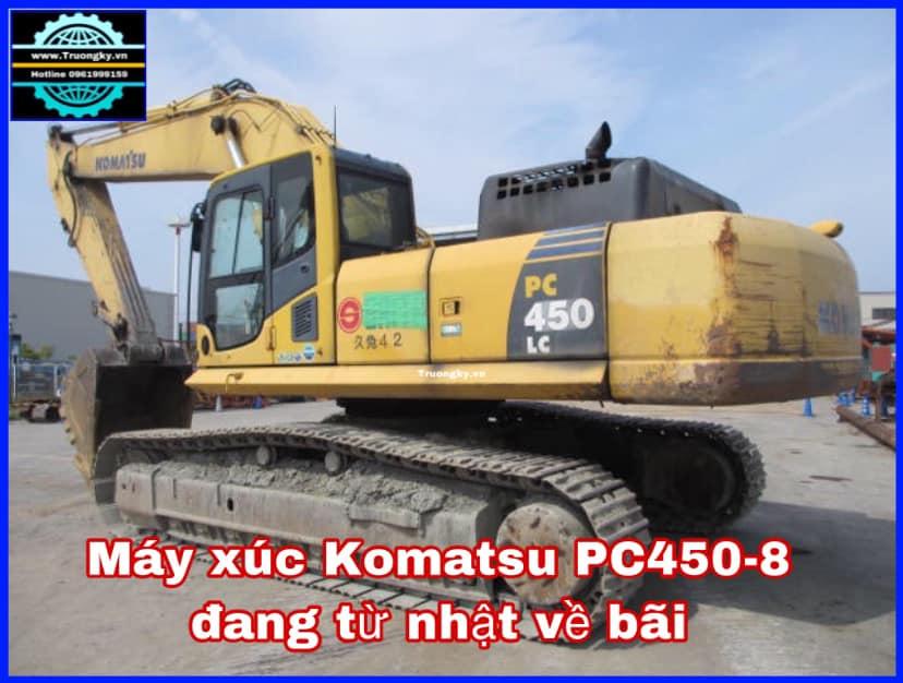 Máy xúc đào Komatsu PC450-8 đang về bãi
